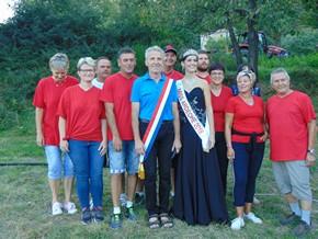 Miss Ardéche entourée du Conseil municipal
